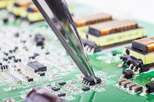 des composants électroniques rares